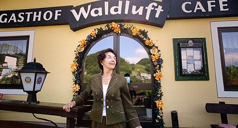 Still image from Café Waldluft.