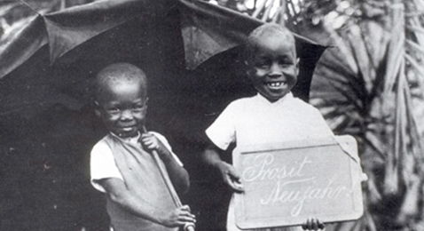 Still image from Afrique, je te plumerai.