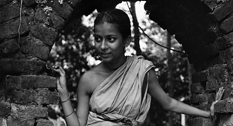 Still image from Pather Panchali.